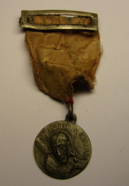 Medalla Sant Crist de Igualada,... y homenaje a los excombatientes. Vo77y8