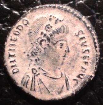 AE3 de Teodosio I. CONCORDIA AVGGG. Antioquía Xfrdqv
