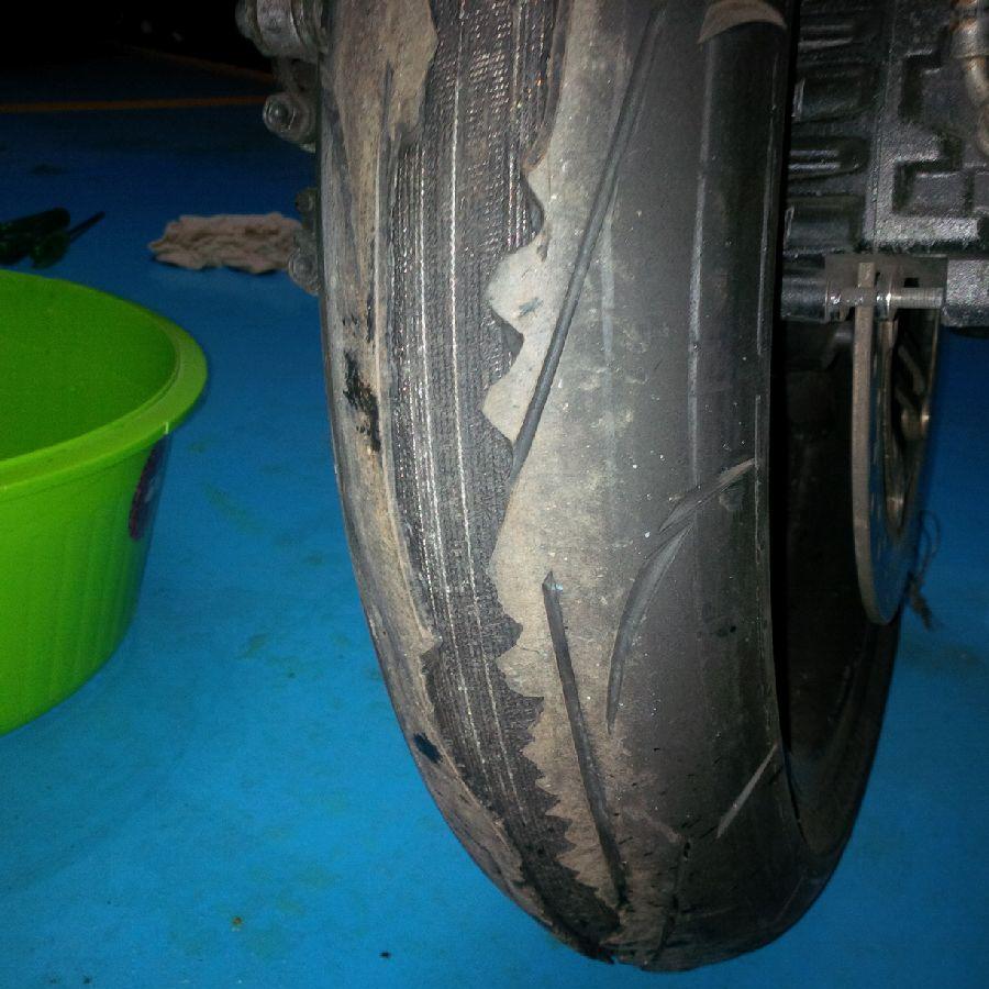 Andar forte e economizar com pneus não combinam! - Página 2 11ka8gw