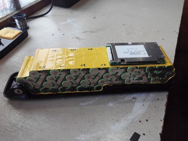 Baterías de celdas 18650 con soldador por puntos Casero. 14eco3r