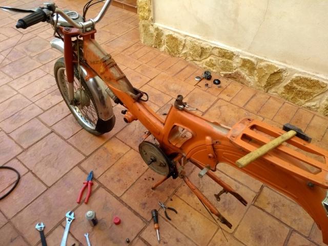 Inicio restauración Mobylette Campera 23j0n02
