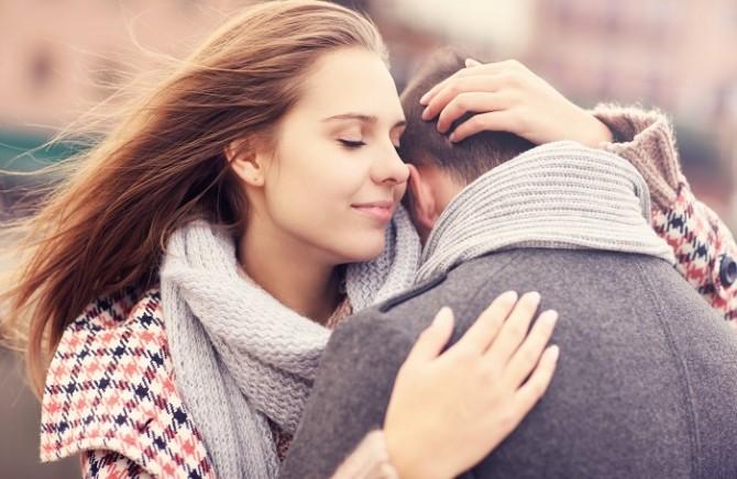 Šta se zapravo dogodi u ženskom telu kada ga muškarac zagrli?  29dtsif