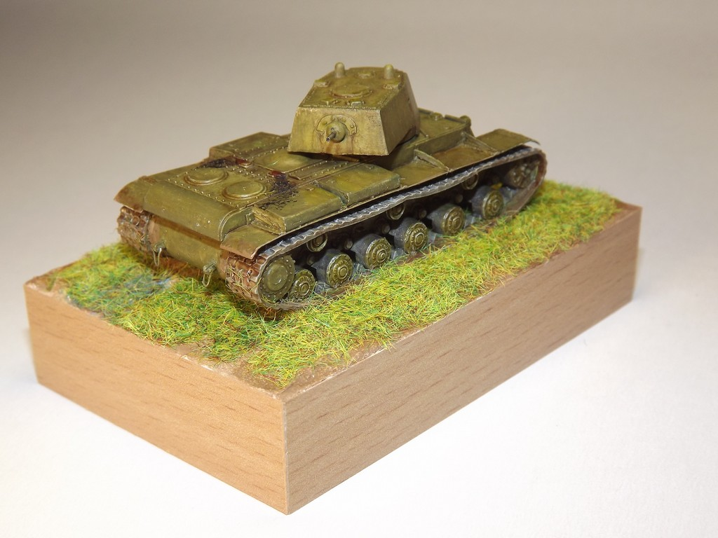 КВ-1 обр.1940 г. с пушкой Л-11  1/100 Звезда 2llccx4