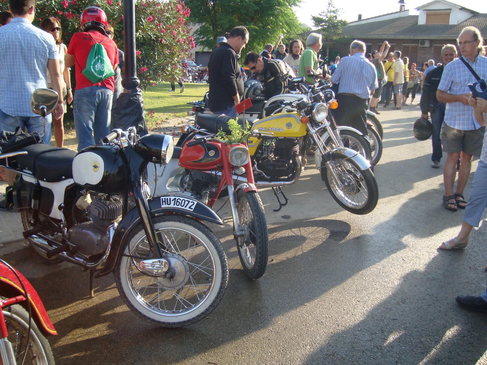 XI concentracion de motos antiguas en Alberuela de tubo (Huesca) 2u6d6rq