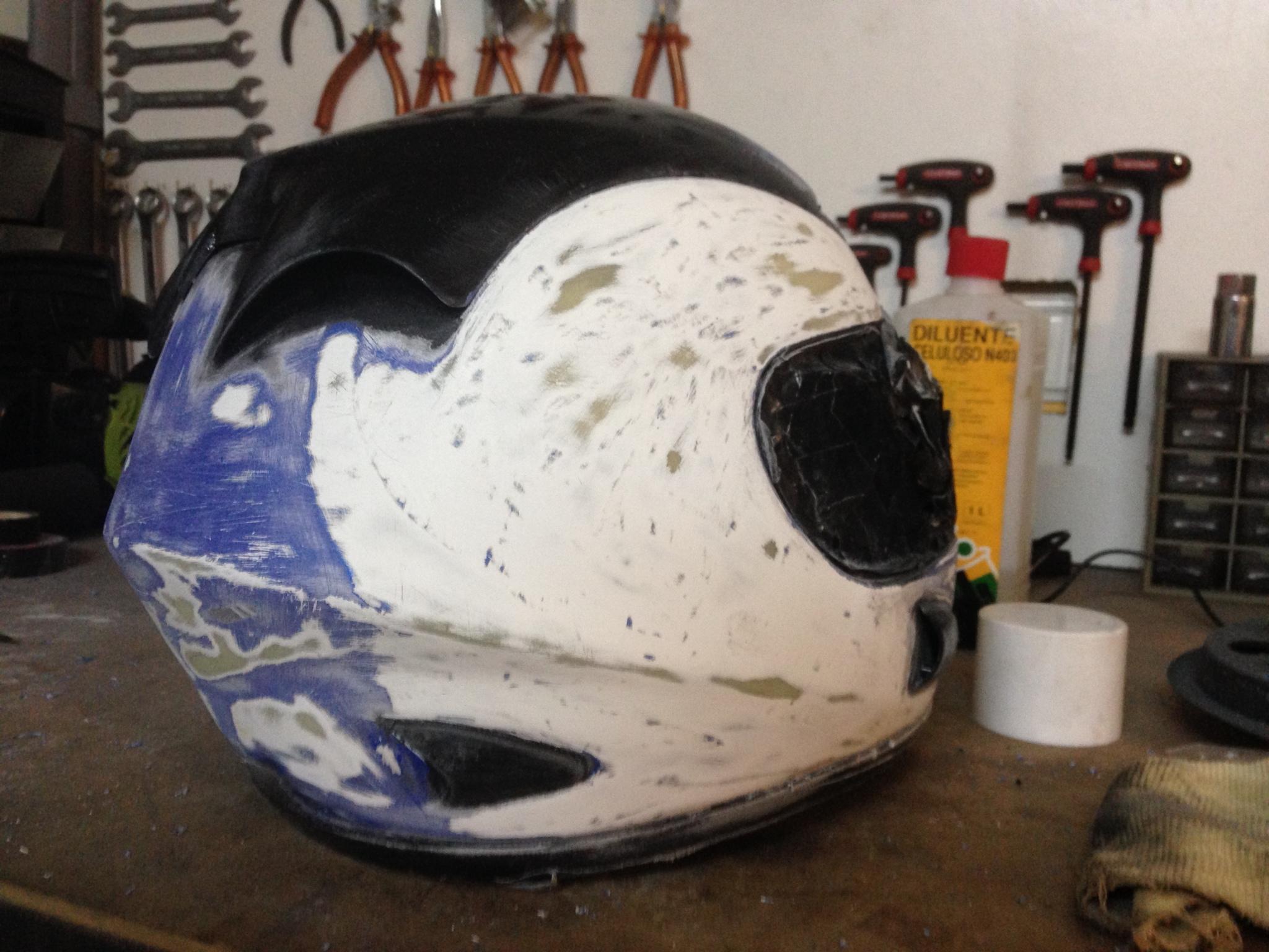 Autocolantes na moto/capacete  2wnn5ub