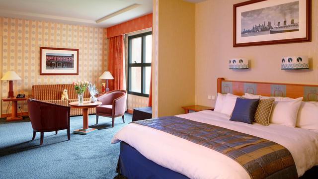 Disney's Hotel New York 5x7ciw