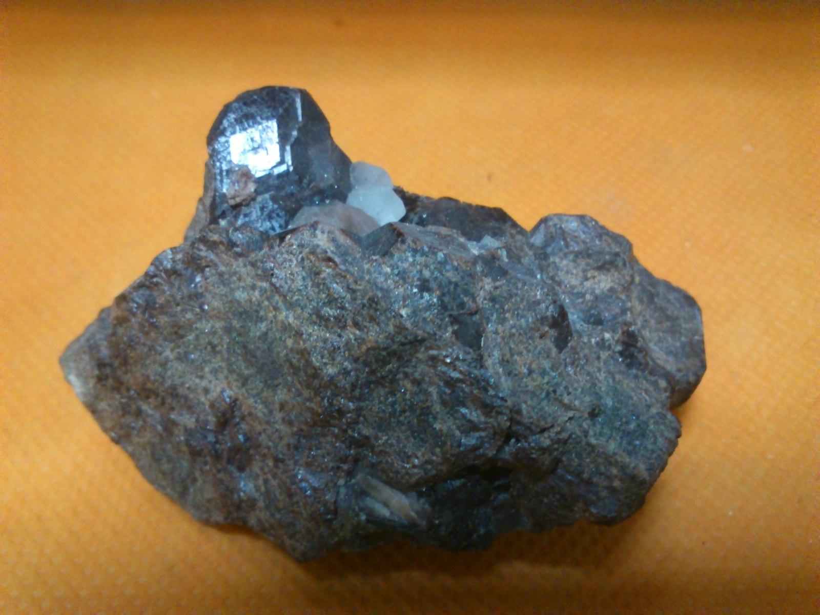 Clasificacion de Granates,fotos y yacimientos. B9htw9