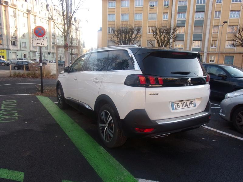 Avistamientos del nuevo Peugeot 5008 en Francia Smt7jm