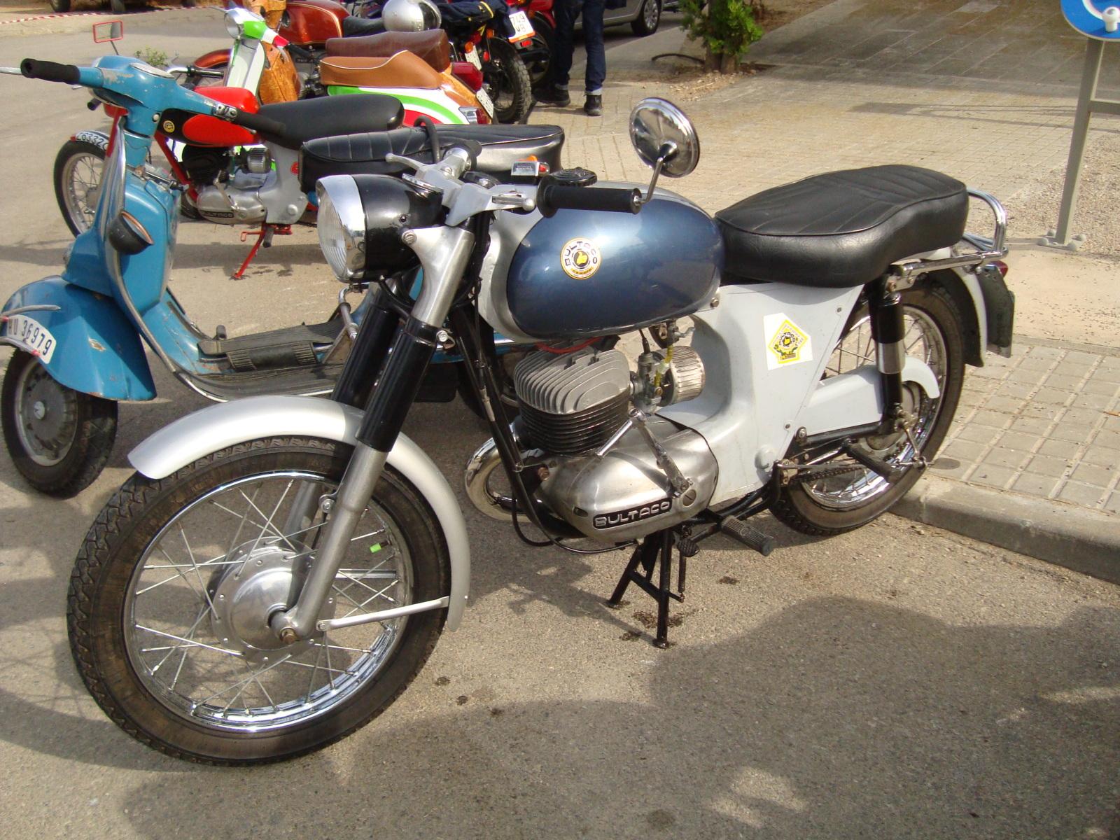 XI concentracion de motos antiguas en Alberuela de tubo (Huesca) Vy43l5