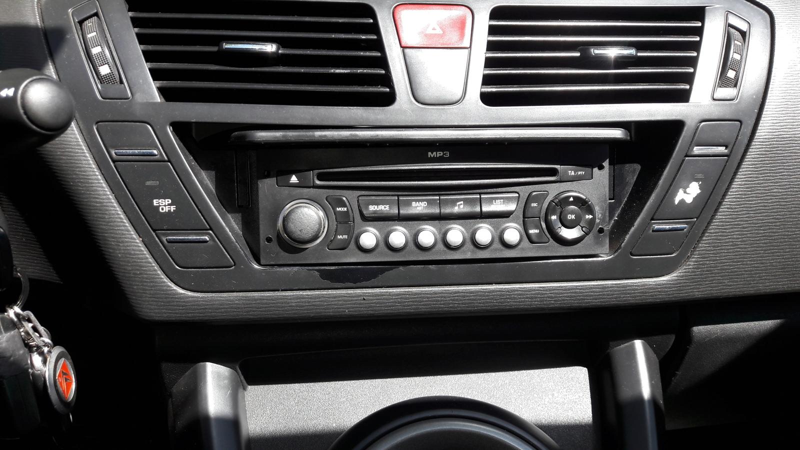 PROBLEMA CON LA PANTTALLA (NO APARECE CONSUMO NI LA RADIO) Ztbwrb