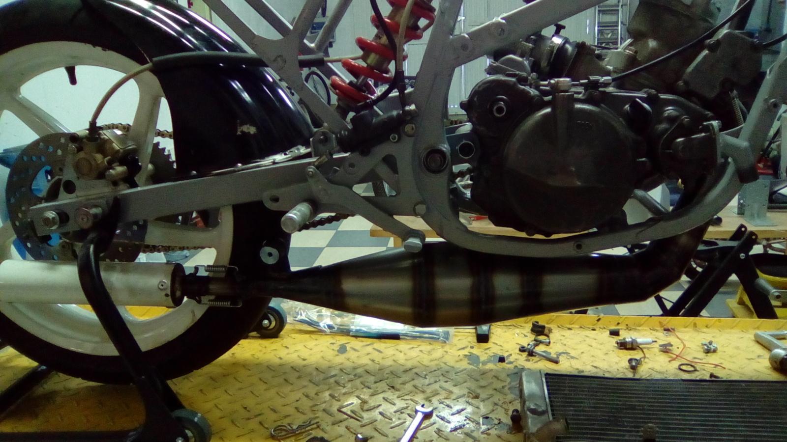 Proyecto Suzuki RG 125 de competición 24ez5li