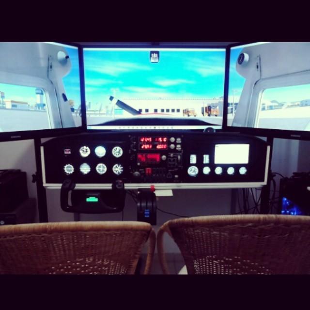 Cockpit baseado no Cessna 150/152 24f9v87