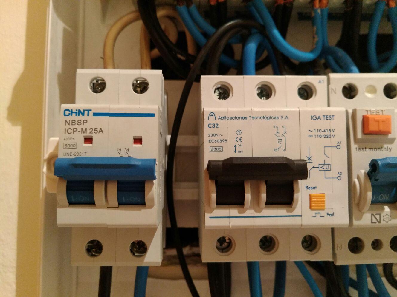 Problemas en instalación eléctrica. Recomendación de un buen profesional. 29vz7mb