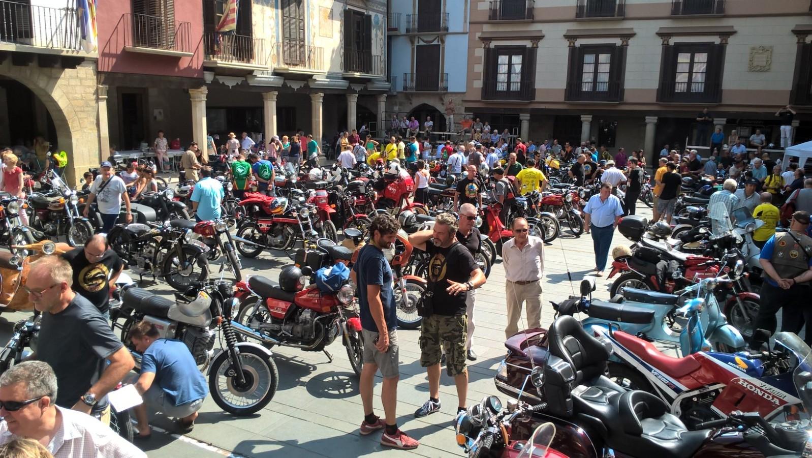 XI concentracion de motos antiguas en Alberuela de tubo (Huesca) 2uj46ld