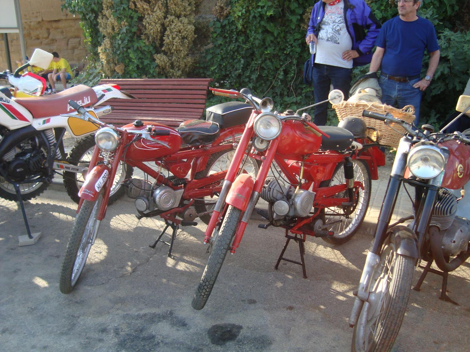 XI concentracion de motos antiguas en Alberuela de tubo (Huesca) 2wf0jd3