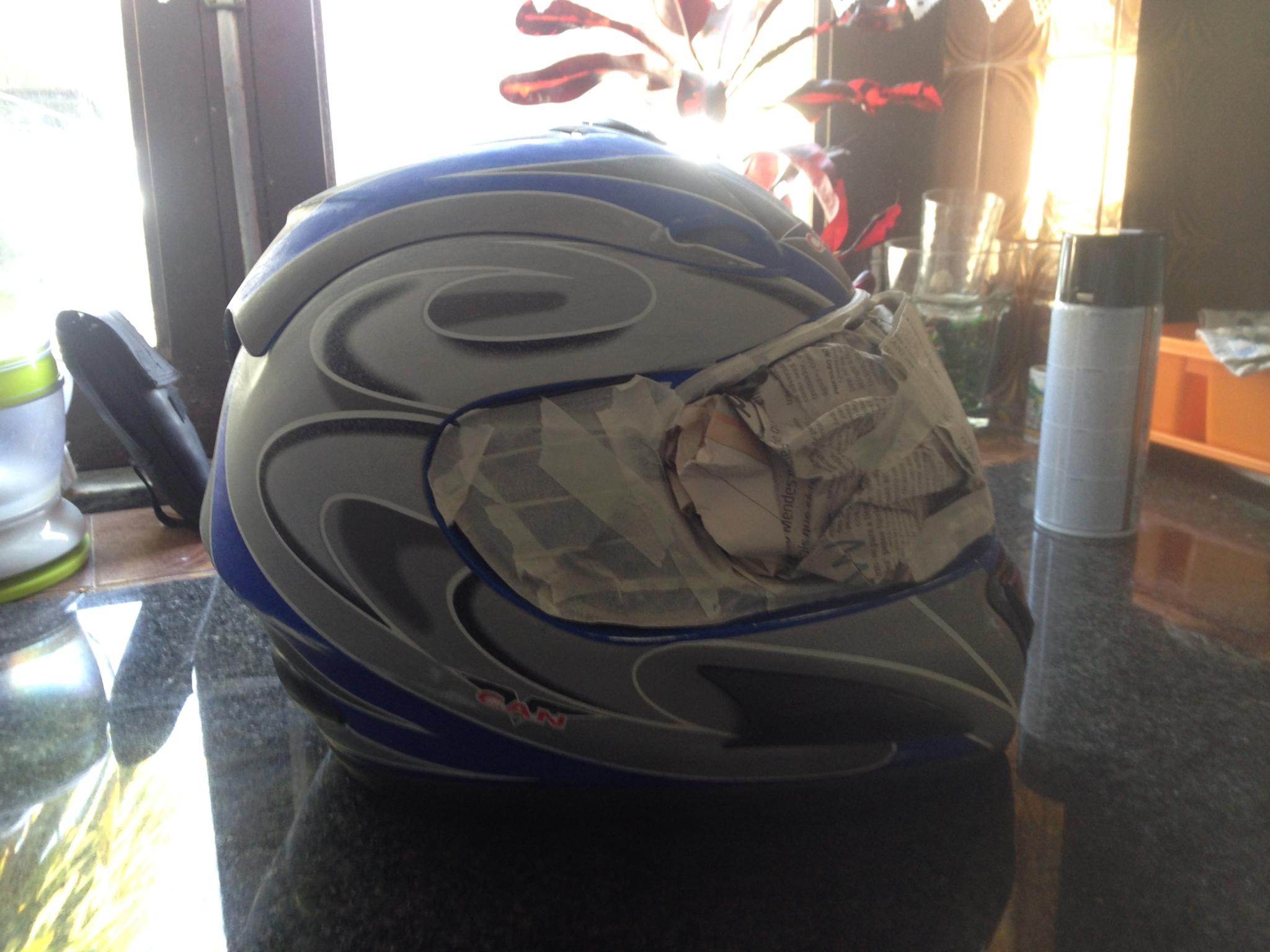 Autocolantes na moto/capacete  5uiall