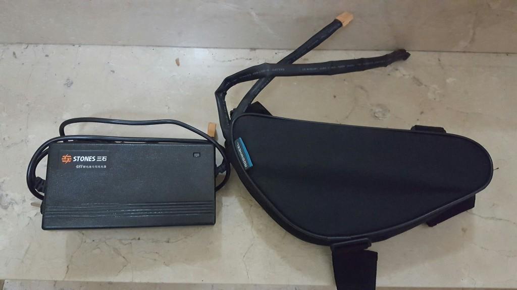 [VENDO] Conjunto de batería 48V, cargador, controladora y bolsa de triangulo (200€) 685u1j