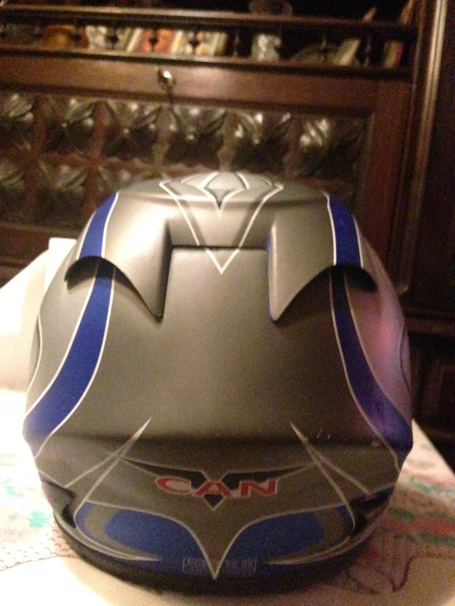 Autocolantes na moto/capacete  9bf5md