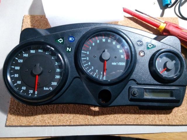 CBR 600 F4 sem km / rotações / velocidade e temperatura Dczwxc