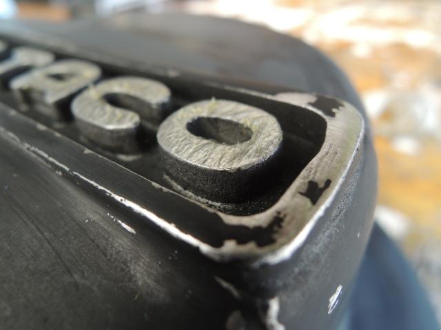 Pintar fondo de letras bultaco en tapa de motor Mto1sn
