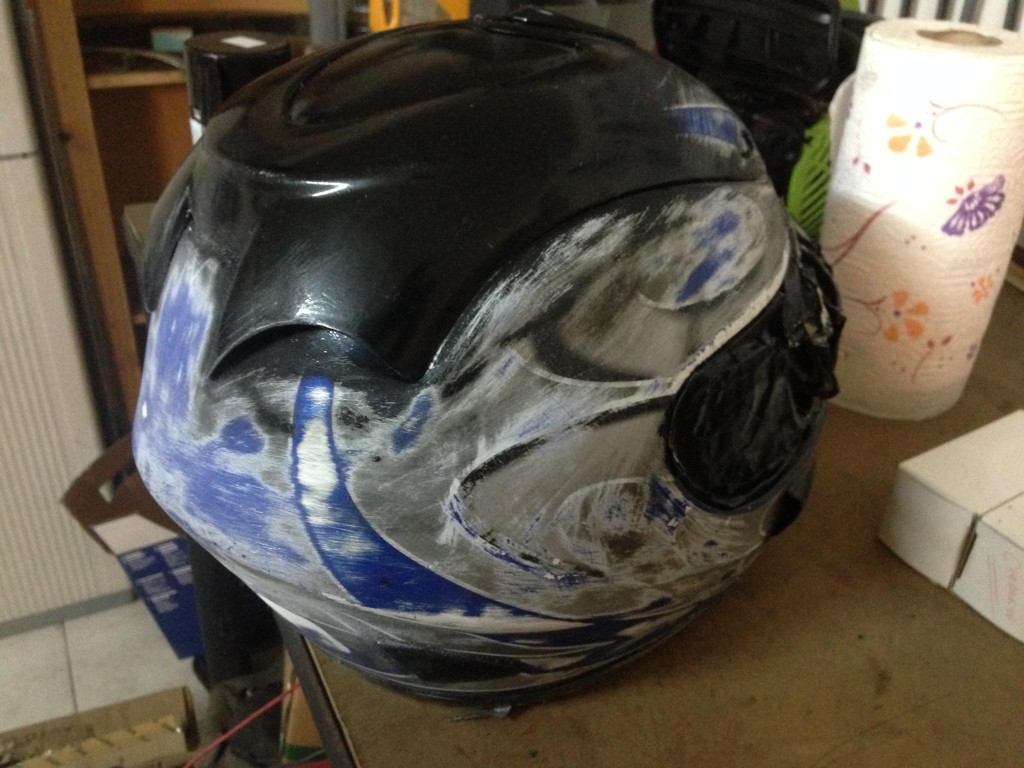 Autocolantes na moto/capacete  T8p8b5