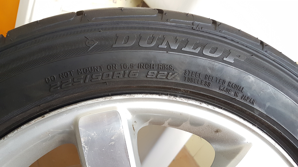 """(VENDO): 1 roda original traseira com pneu 16"""" para R170 SLK até ano 2.000 - R$600,00 15n52xi"""