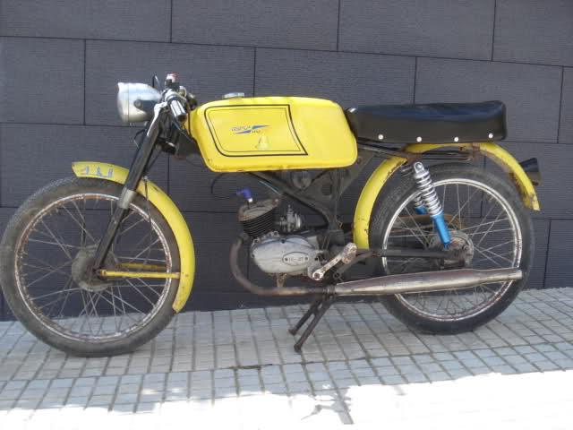 Ayuda identificar ciclomotor ¿Ducati? 15p25xc