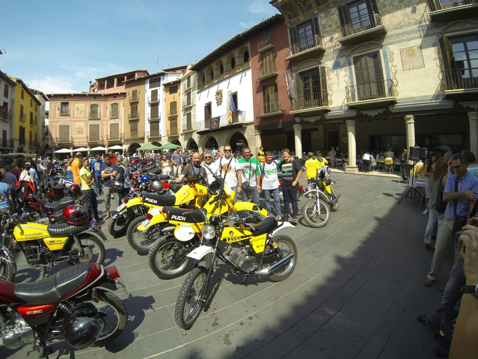 XI concentracion de motos antiguas en Alberuela de tubo (Huesca) 21lpso5