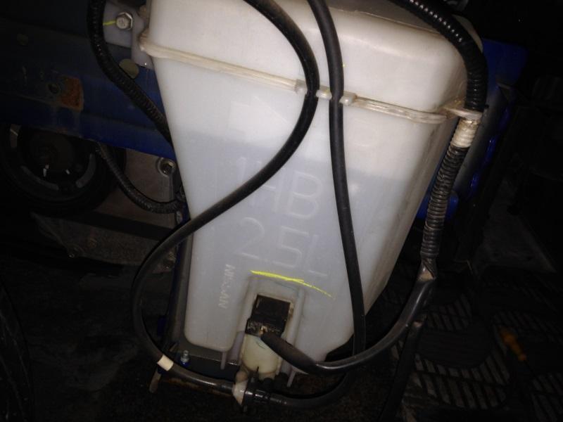 Reservatório do fluido do lavador de para-brisa 25p075u