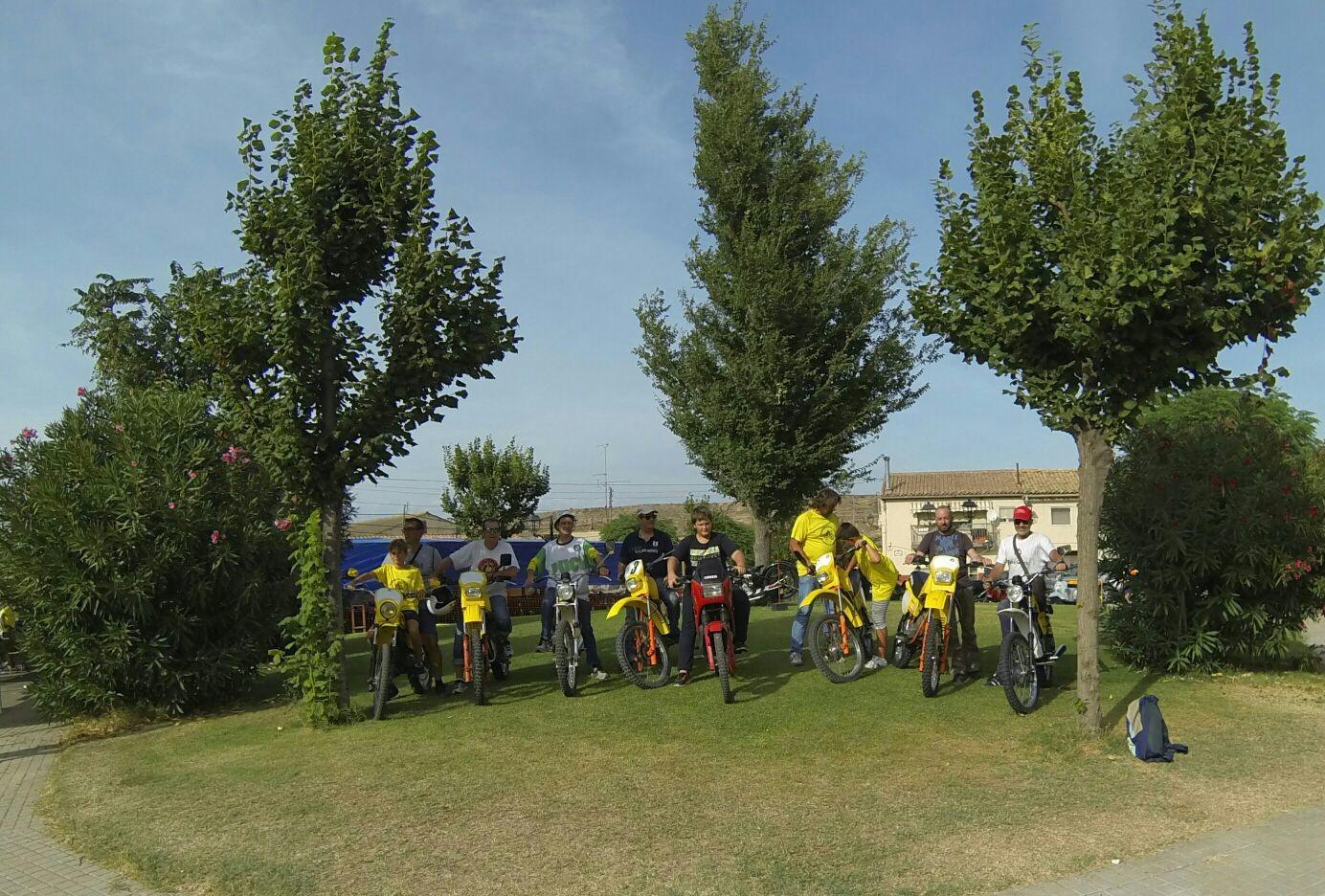 XI concentracion de motos antiguas en Alberuela de tubo (Huesca) 2lsjhtx