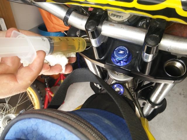 Cambiando aceite a la horquilla... 2mmsac6