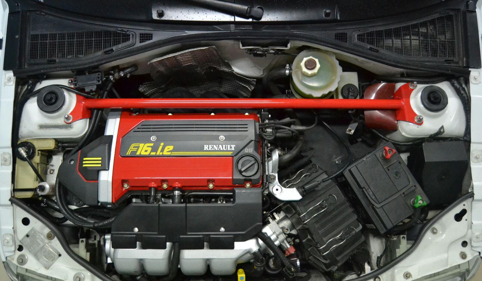 Presento el Renault Clio 16V 2zh4ojn