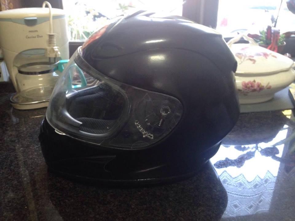 Autocolantes na moto/capacete  2zsmb1x