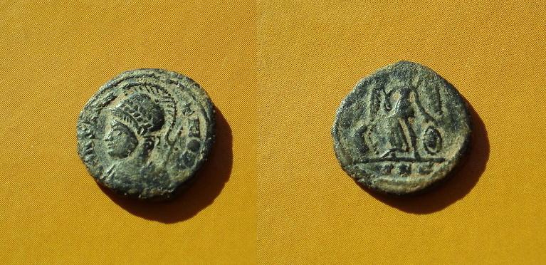 AE4 conmemorativa de Constantinopla. Lyon 30lze3r