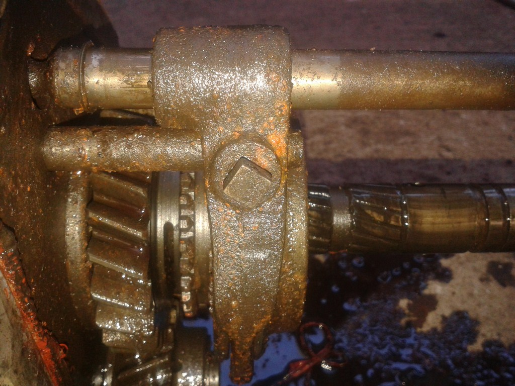 TUTORIAL Desmontagem e Montagem do Cambio 5 marchas 4cil B8n2wm