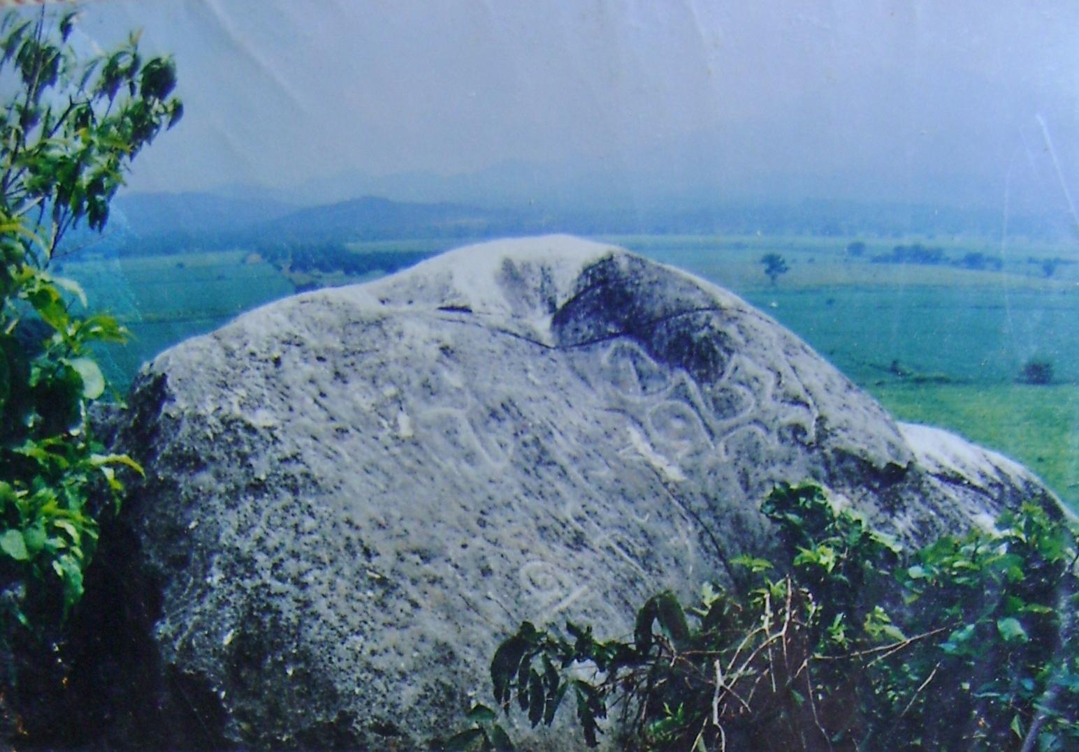 Un cerrito de Petróglifos Verdadero tesoro en Piedras F1lizm