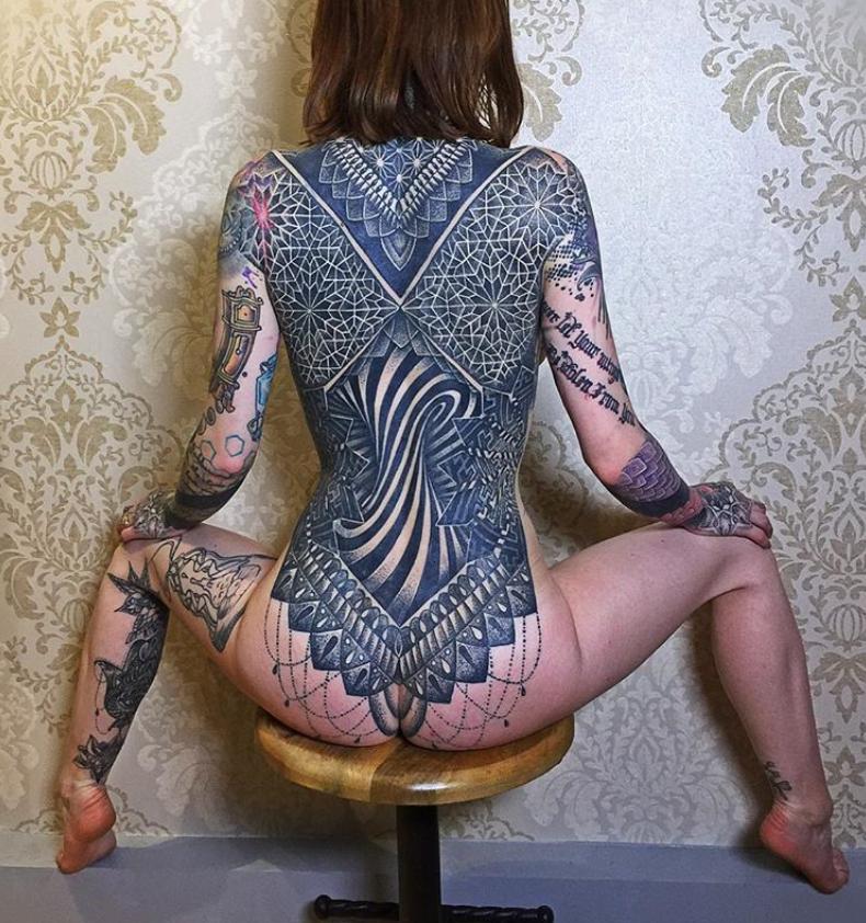 Cuando el tatuaje se convierte en arte...(Grandes tatuadores) - Página 12 Iyestk