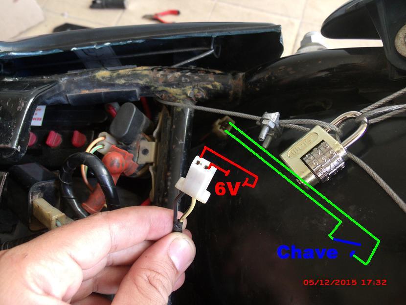 Parte elétrica: Interruptor de luz freio traseiro Yes 125 Jt5l40