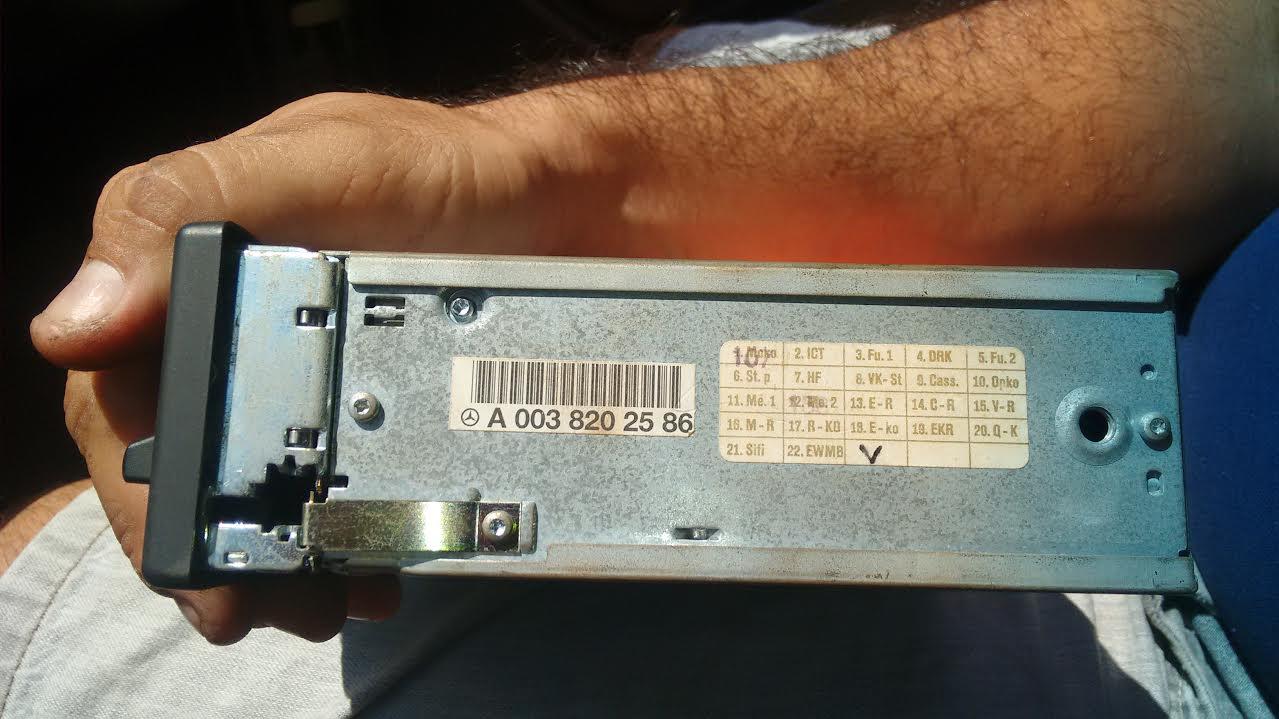 Como retirar o rádio da 230E sem machucar o painel?? Nxw5f5