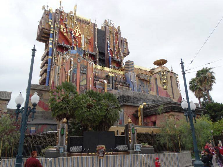 Novità, chiusure e rehab a Disneyland Resort Omu1c