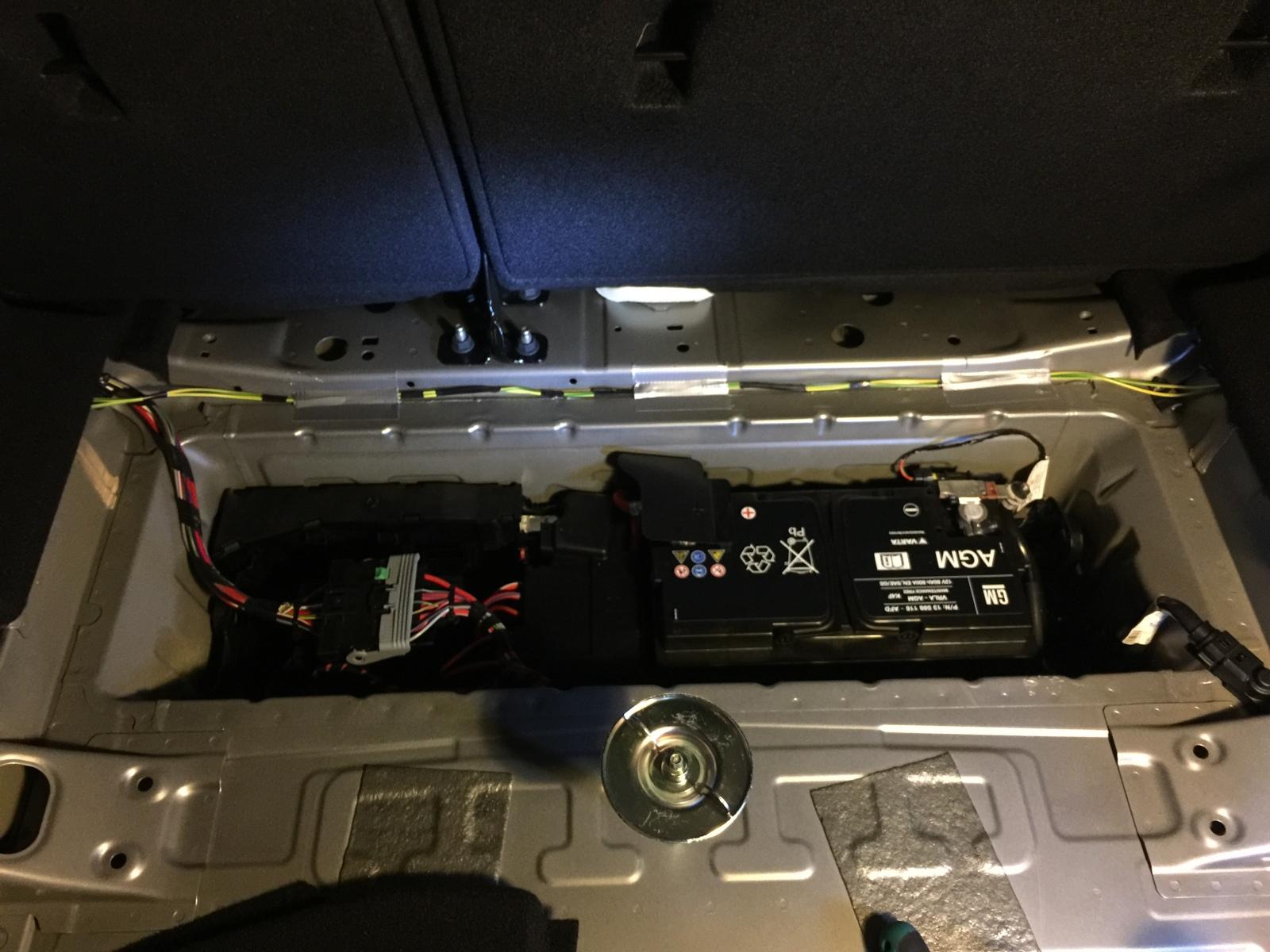 [Brico Astra K] Instalar doble luz en el maletero 11qivys