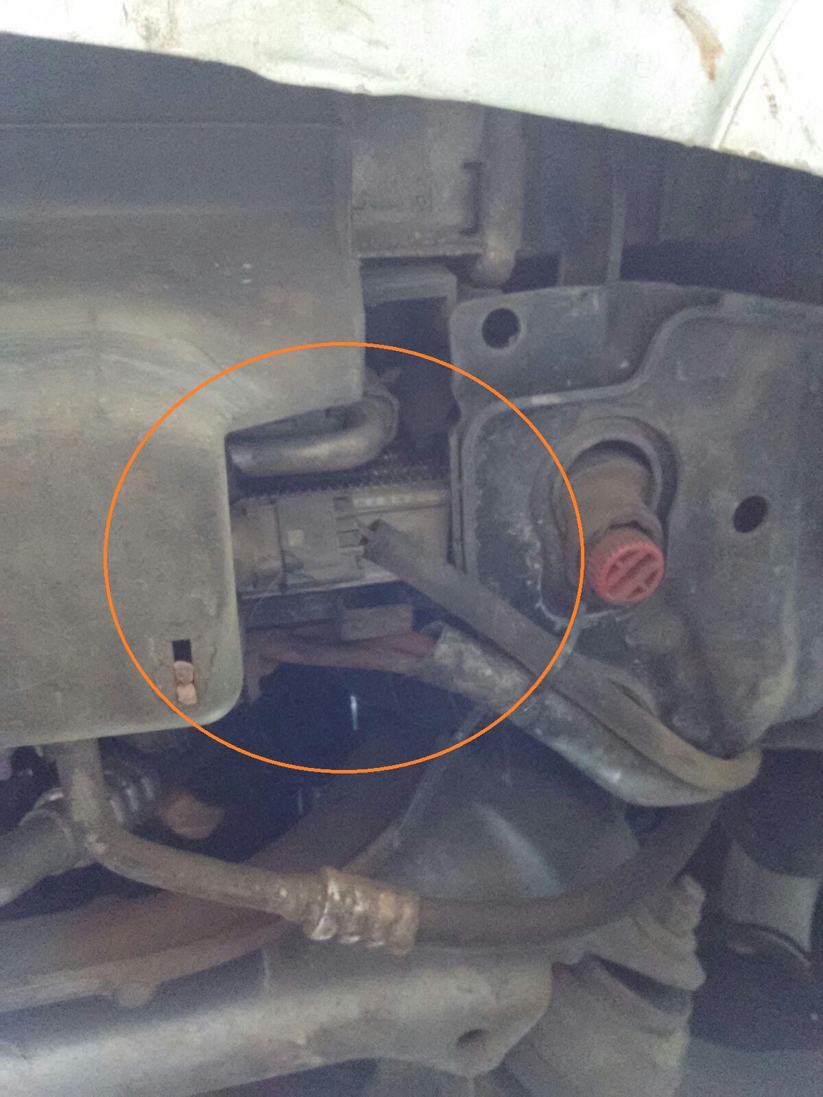 (W203): Mola solta na parte inferior do motor - C180 2005 13zuwsl