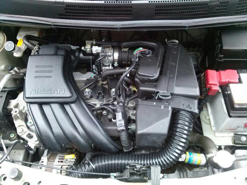 Troca do filtro de ar do Nissan March com motor 1.6 HR16DE com duto MEX/BR. 29y2p8m