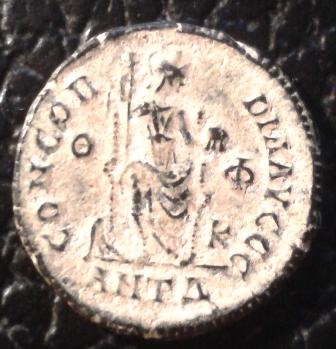 AE3 de Teodosio I. CONCORDIA AVGGG. Antioquía 2i6l9gk