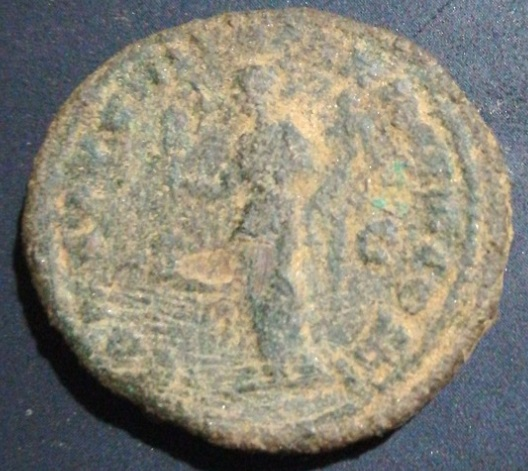Dupondio de Marco Aurelio. CONG AVG III TR P XX IMP III COS III /S C. Liberalitas Ifajpx