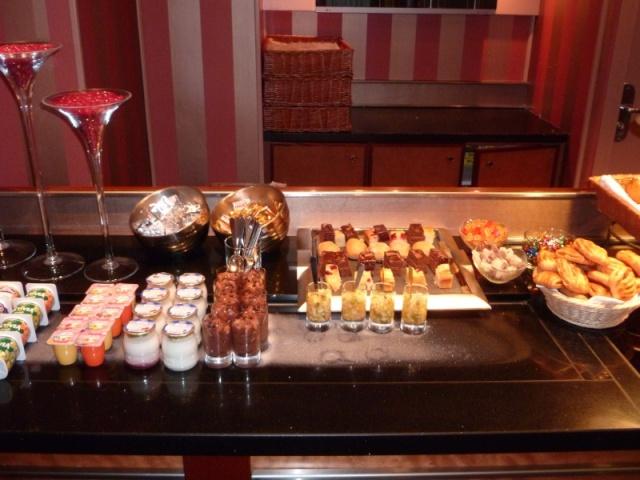 Disney's Hotel New York Im13kx