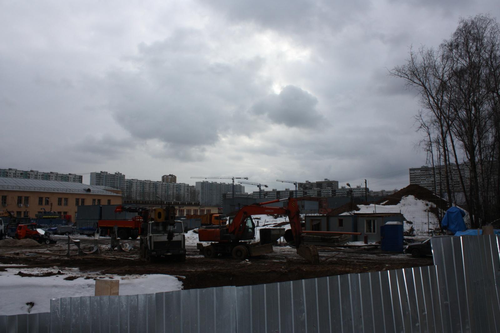 """Виват папарацци или удалось сделать фотки нынешнего состояния площадки будущего ЖК """"Летний сад"""" Kutqo"""