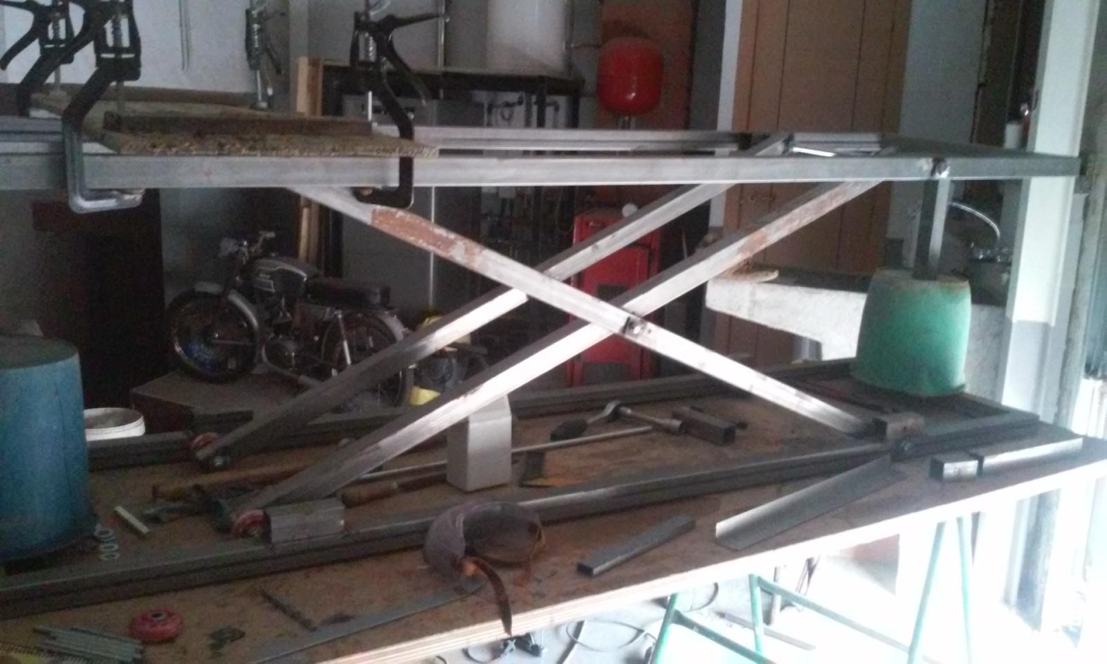 Elevador electrico de motos hecho con taladro.Table lift homemade R2s1s4