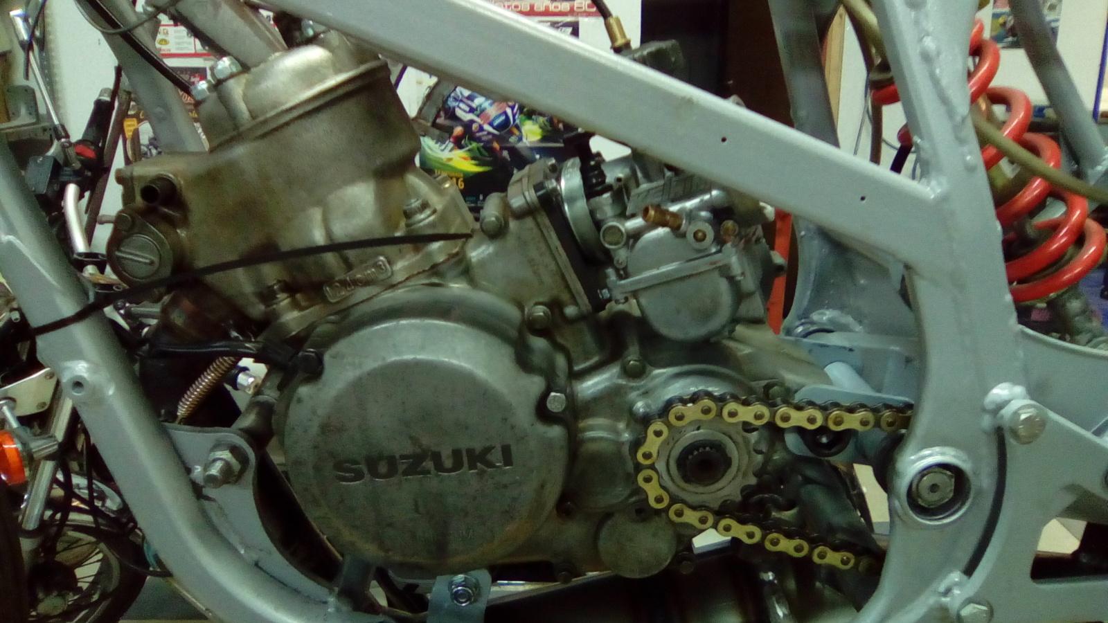 Proyecto Suzuki RG 125 de competición 15foxua