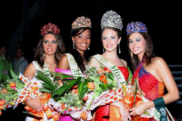 *****MISS EARTH IN HISTORY***** 2i9rvhe